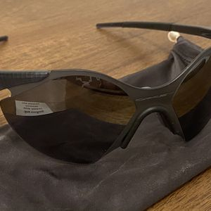 NEW OAKLEY SUB ZERO CARBON FIBER BLACK IRIDIUM for Sale in Los Angeles, CA