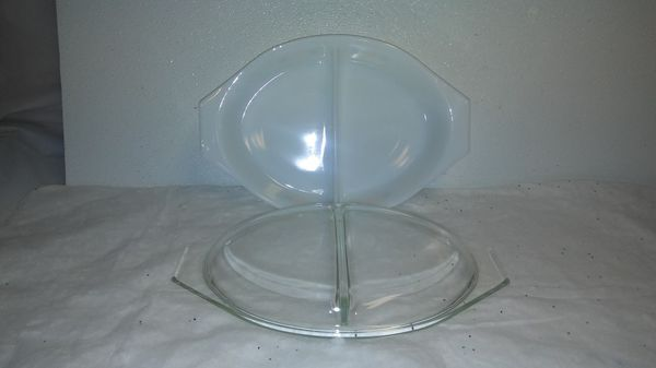 vintage Pyrex town and country 1.5 quart casserole dish with lid.