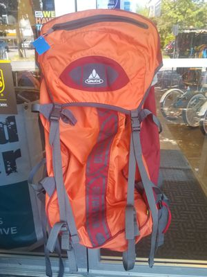 Vaude Versametric Ultralight 60L+10L Backpack for Sale in Seattle, WA