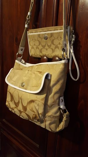 AUTHENTIC COACH PURSE crossbody and wallet set for Sale in Ontario, CA