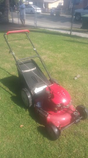 Lawnmower 6.75hp briggs and Stratton self propelled troy bilt ready 2 use for Sale in Bell Gardens, CA
