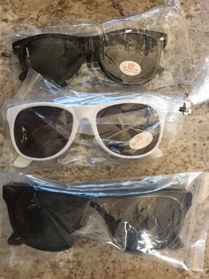 New UV Protection Sunglasses & Magnifier Readers w/Case for Sale in Lafayette, CO