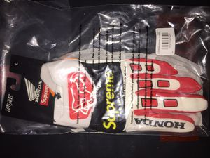 Supreme Honda Fox Racing Gloves (Red) for Sale in Arlington, TX