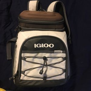 IGLOO backpack cooler for Sale in Atwater, OH