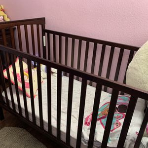 Crib N Changing Table for Sale in Perris, CA