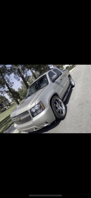 2007 Chevy Avalanche READ POST BEFORE ASKING QUESTIONS PLEASE for Sale in Fontana, CA