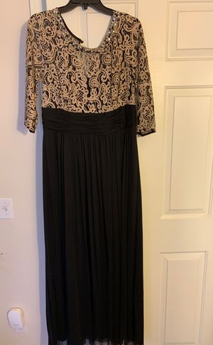XL black/gold dress for Sale in Brunswick, OH