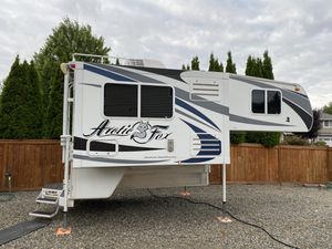 Arctic Fox 811 Camper for Sale in Sumner, WA