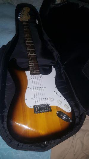 Guitarra eléctrica con estuche y bocina for Sale in Chicago, IL