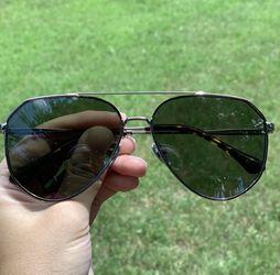 DIFF Dash Polarized Unisex Aviator Sunglasses for Sale in Bothell,  WA