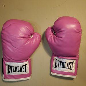 Breast cancer. Boxing gloves for Sale in Bridgeport, NJ