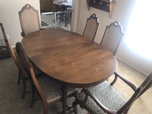 Antique 6 chairs and 3 leafs with table and leather protectors for Sale in Tonto Basin, AZ