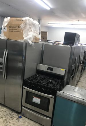 4 piece appliance bundle kitchen set 2019 Frigidaire stainless for Sale in Tustin, CA