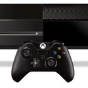 Xbox One with Controllers for Sale in Hialeah, FL