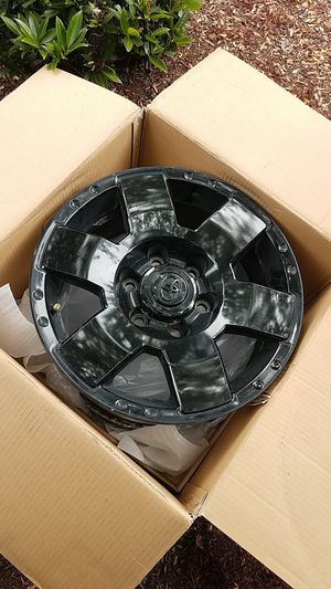Toyota fj cruiser 1 rim black 2007 and up for Sale in SeaTac, WA