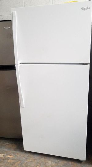 """Whilpool top freezer WHITE refrigerator 30""""w x 66""""H 🚴🏽♂️🚴🏽♂️clean ready to go🌟 for Sale in Irvine, CA"""