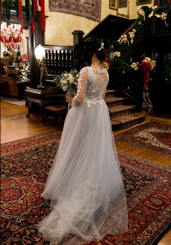 Beautiful wedding dress (Size 2-4)