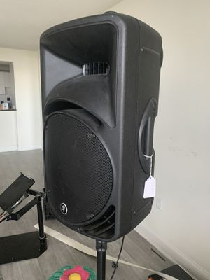 Mackie speaker SRM450 v2 with tripod and power cable for Sale in Miami Beach, FL