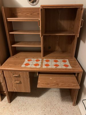 Desk with hutch for Sale in Miami, FL