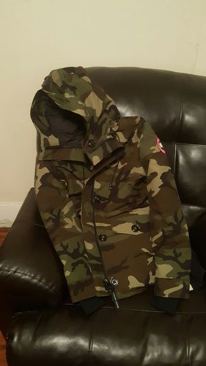 2018 canadian goose army parka (female large) for Sale in Waterbury, CT
