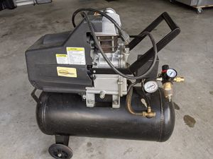 8 gall air compressor for Sale in Sugar Hill, GA
