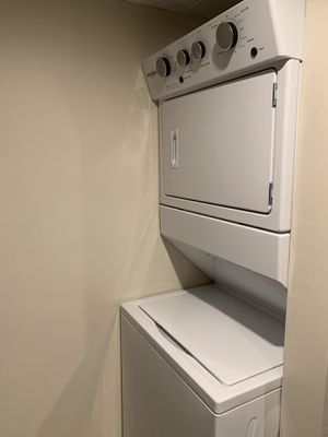 Whirlpool WET4027HW Electric Washer Dryer for Sale in Glendale, CA