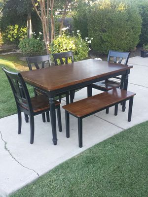 Wood Table, 4 Chairs, Bench Seat, Black and Brown for Sale in Clovis, CA