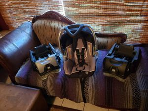 Babytrend Infant Car seat Excellent Condition Extra Base for Sale in Stockton, CA