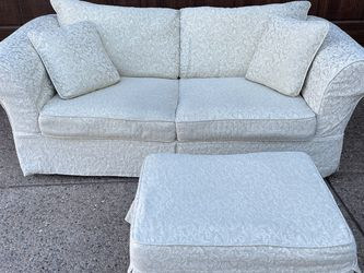 Sleeper Couch w/ottoman for Sale in Las Vegas,  NV