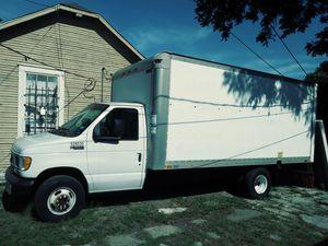 Truck Ford E-350 2002 for Sale in Dallas, TX