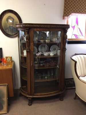 Antique oak curio cabinet, early 1900s, 4 shelves, curved glass for Sale in Manalapan Township, NJ