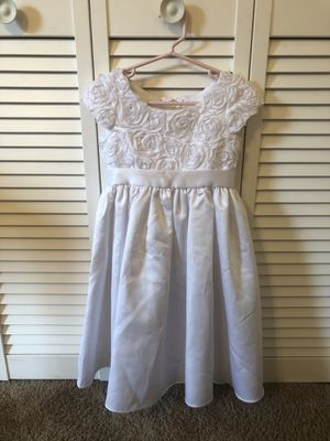 Size 5T flower girls dress for Sale in Cumming, GA