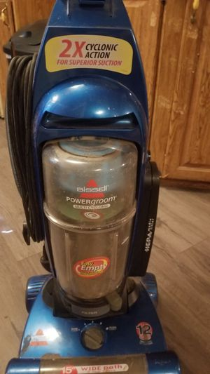 Bissel vacuum with attachments for Sale in Bartow, FL