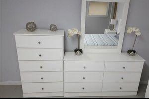 Dresser with mirror and chest- Cómoda con espejo y gavetero for Sale in Miami, FL