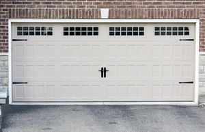 Double Garage door , (everything including + motor) picture isn't the exact door its similar for Sale in Las Vegas, NV