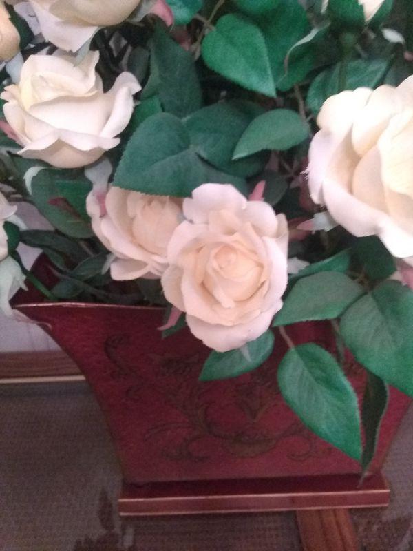 Artificial flowers vase