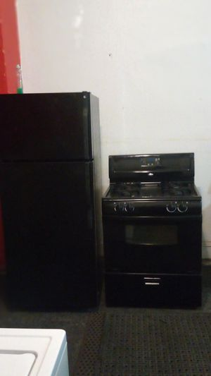 Black fridge and stove for Sale in Cleveland, OH