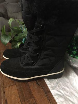 Women's winter boots for Sale in Cheyenne, WY