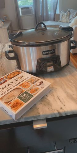 6qt Crock Pot with Book for Sale in Salem,  MA