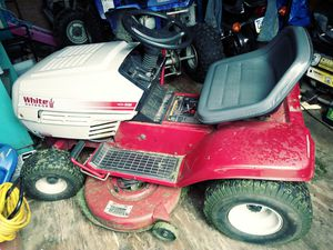 Lawn tractor for Sale in Natrona Heights, PA