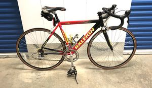 2001 RALEIGH R700 COMP 18-SPEED ROAD BIKE. LIKE NEW! for Sale in Miami, FL