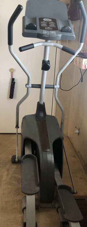 Free elliptical PENDING FOR PICK UP for Sale in Stockton, CA