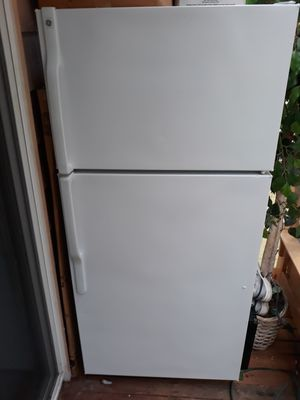 Very nice refrigerator in good working order for sale for Sale in Bellevue, WA