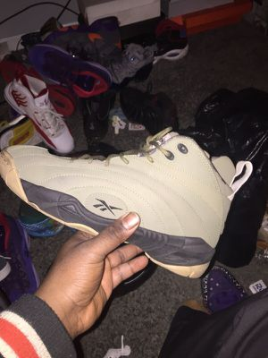 Shaqnosis Reebok sz11 for Sale in Chicago, IL