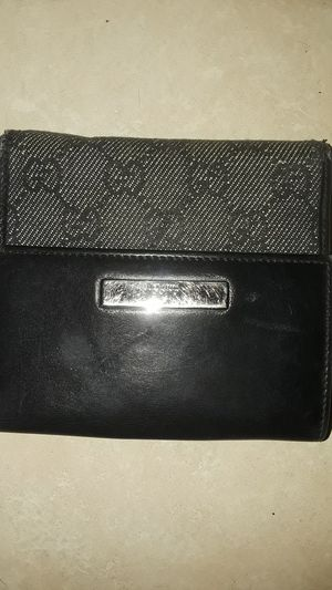 Gucci wallet for Sale in Union Park, FL