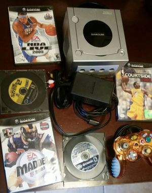 Silver Nintendo GameCube with 5 games for Sale in Fresno, CA