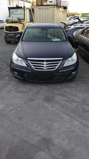Parting out a 2011 Hyundai Genesis for Sale in Kent, WA