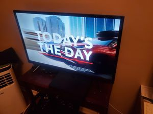 Atyme 32 inch flat screen with remote, 3 HDMI inputs for Sale in Brea, CA