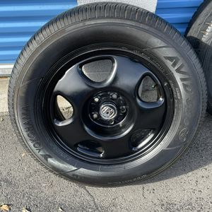 """235""""65""""17 CRV wheels ☝️the First Person Give Me $200 Now For Everything for Sale in Santa Ana, CA"""