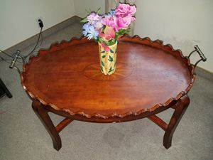 Brown coffee table for Sale in Spanish Fork, UT
